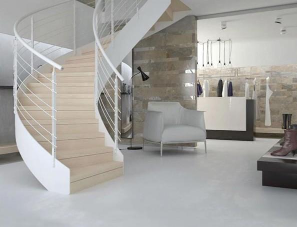 חיפוי אפוקסי בצבע לבן בבית פרטי בסגנון בהיר